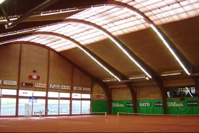 Toute la lumière sur les courts de tennis du club de tennis de Waterloo