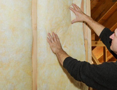 Isolation à l'intérieur de l'ossature en bois d'un mur