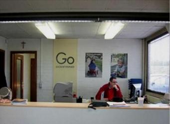 Photo bureau avec luminaires sans ventelles paraboliques.