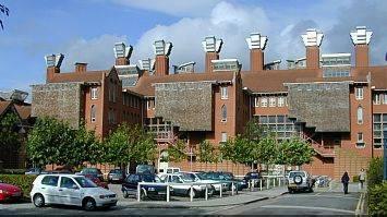 Photo Queen's Building.